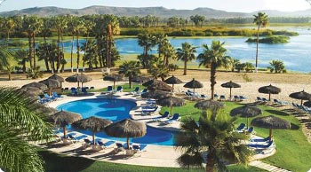 Photo of pool area at Holiday Inn resort in San Jose del Cabo